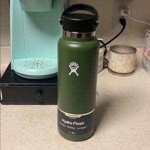 NWT hydroflask 40 oz